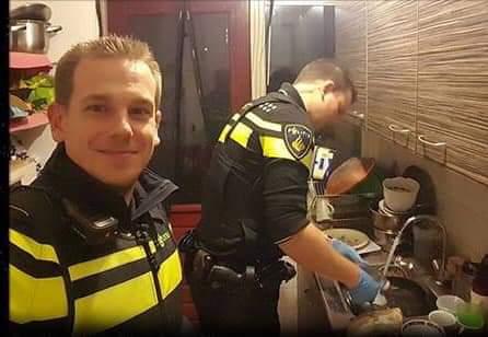 مرۆڤایەتی/ ئەمبولانس ئافرەتەکەی بردە نەخۆشخانە و پۆلیسیش خواردنیان بۆ مناڵەکەی ئامادە کرد